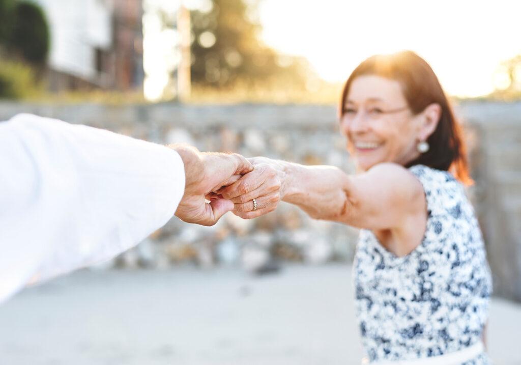 ¿Por qué apostarles a los mayores de 65 años?