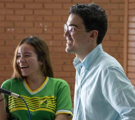Juan David Aristizábal apoyando los Innovadores del Futuro